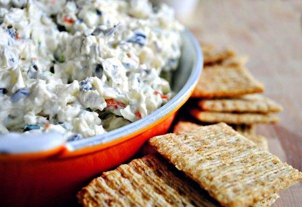 Салат с сыром и оливками»>
